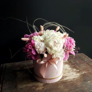 Коробки з квітами